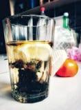 glas, limon, sinaasappel, boom, water, aardige thee, stock foto
