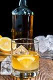 Glas met Zure Whisky stock afbeelding