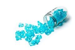 Glas mit blauem Eis Stockfotos