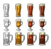 Glas mit drei Arten Bier Weinleseschwarz- und -farbstich Lizenzfreies Stockbild