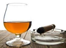 Glas mit einer Zigarre Lizenzfreies Stockfoto