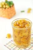 Glas mit gelber Stachelbeeremarmelade Lizenzfreie Stockfotografie