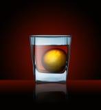 Glas mit Getränk Stockfoto