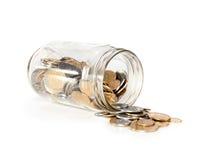 Glas mit Münzen Stockfotografie
