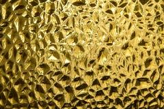 Glas mit prägeartigem Wellenmuster Glasgelb oder Goldfarbe Lizenzfreie Stockfotos