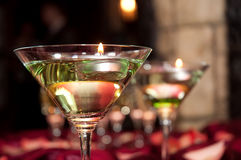 Glas mit sich hin- und herbewegenden Kerzen Lizenzfreie Stockfotografie