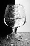 Glas mit Wasser Stockfotos