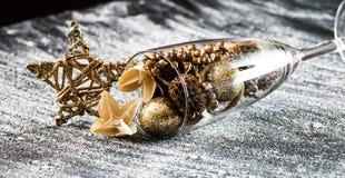 Glas mit Weihnachten-decoratio Lizenzfreies Stockbild