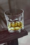 Glas op een rand van staaf Royalty-vrije Stock Foto's