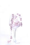 Glas op witte achtergrond met binnen parels Royalty-vrije Stock Fotografie