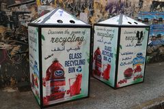 Glas recyclingscontainer in Beiroet, Libanon stock foto's