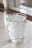 Glas reines Wasser Stockfoto