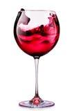 Glas rode die wijn op een wit wordt geïsoleerd Royalty-vrije Stock Foto