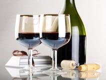 Glas rode wijn met glas Stock Foto