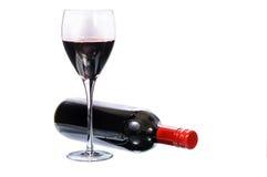 Glas Rotwein mit Flasche Lizenzfreie Stockfotos