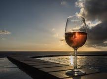 Glas Roze wijn Royalty-vrije Stock Afbeeldingen