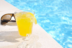 Glas Saft- und Sonnegläser Stockfotos