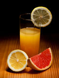 Glas sap en citrusvruchtenplakken Royalty-vrije Stock Afbeelding