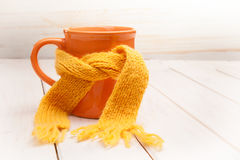 Glas thee in een sjaal Royalty-vrije Stock Foto