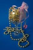 Glas- und goldener Dekor Lizenzfreies Stockfoto
