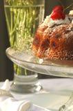 Glas und Kuchen Stockbild