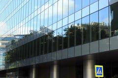 Glas- und Stahlbürohaus Stockbilder