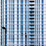 Glas- und Stahlgebäudestrukturen Stockfotos