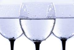 Glas- und Wassertropfen getrennt Lizenzfreies Stockbild