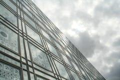 Glas und Wolken Stockfoto