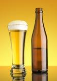 Glas van beer en botte Royalty-vrije Stock Foto