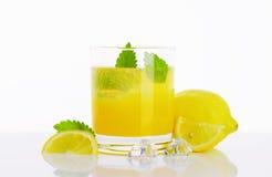 Glas van citroensapdrank Stock Afbeelding