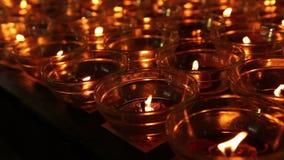 Glas van de geloofs het lichte kaars stock videobeelden