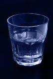 Glas van gekleurd waterblauw stock afbeelding