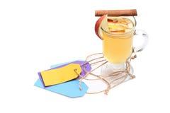Glas van heerlijke glintwein met markeringen Stock Fotografie
