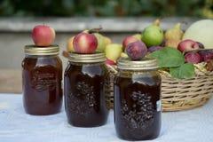 Glas van kruikenhoogtepunt van marmelade stock fotografie