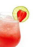 Glas van rode cocktail met kalk Royalty-vrije Stock Afbeeldingen