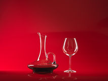 Glas van rode wijn en waterkruik Royalty-vrije Stock Fotografie