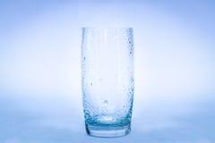 Glas van waterplons stock fotografie