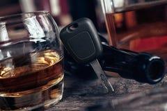 Glas van wisky en sleutel op het Royalty-vrije Stock Fotografie