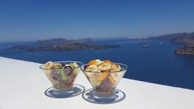 Glas vers fruit door het overzees, Griekenland, Santorini Stock Foto
