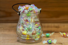 Glas voll der Süßigkeit lizenzfreies stockbild