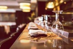 Glas voor wijn in nadruk stock fotografie