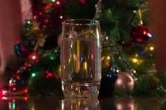 Glas Wasser für das neue Jahr Lizenzfreie Stockfotos