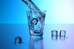 Glas Wasser, Spritzen Lizenzfreies Stockbild