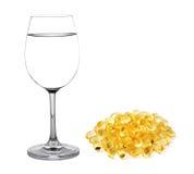 Glas Wasser- und Fischöl Stockbilder
