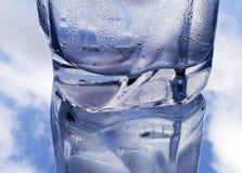 Glas water en wolken Royalty-vrije Stock Foto