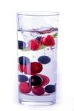 Glas water met bes Royalty-vrije Stock Fotografie