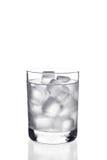 Glas water met ijsblokjes Royalty-vrije Stock Fotografie