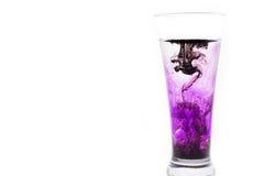 Glas water met inkt Stock Fotografie