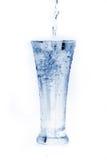 Glas water op wit Stock Afbeelding